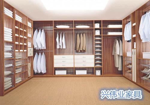 纯实木的衣柜