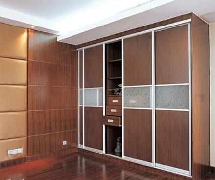 选购移门衣柜需要考虑哪些方面的因素