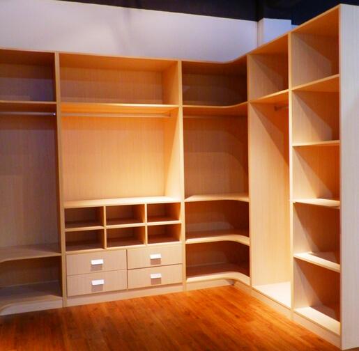 定制衣柜中个性化设计、高效利用空间等成为用户关心的因素